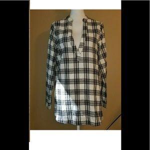 Tobi Black white flannel v-neck top shirt sz s